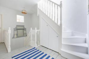 Splendid 3 Bed, 2 Bath apt in East London, Apartmanok  London - big - 20