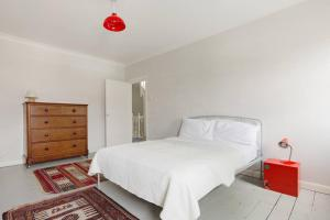 Splendid 3 Bed, 2 Bath apt in East London, Apartmanok  London - big - 17