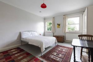 Splendid 3 Bed, 2 Bath apt in East London, Apartmanok  London - big - 16