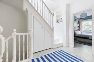 Splendid 3 Bed, 2 Bath apt in East London, Apartmanok  London - big - 15
