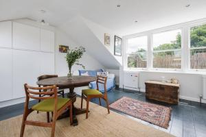Splendid 3 Bed, 2 Bath apt in East London, Apartmanok  London - big - 13