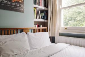 Splendid 3 Bed, 2 Bath apt in East London, Apartmanok  London - big - 12