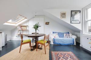 Splendid 3 Bed, 2 Bath apt in East London, Apartmanok  London - big - 1