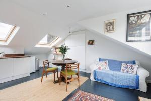 Splendid 3 Bed, 2 Bath apt in East London, Apartmanok  London - big - 10