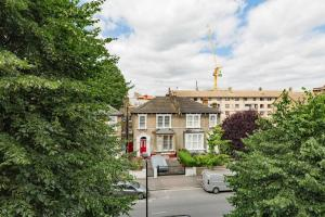 Splendid 3 Bed, 2 Bath apt in East London, Apartmanok  London - big - 9