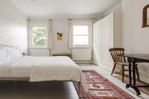 Splendid 3 Bed, 2 Bath apt in East London, Apartmanok  London - big - 7
