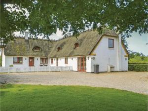 Five-Bedroom Holiday Home in Norre Nebel, Prázdninové domy  Nørre Nebel - big - 1