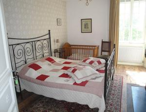 Petit Château Armand Bourgoin, Bed and Breakfasts  Raincourt - big - 16