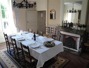 Petit Château Armand Bourgoin, Bed and Breakfasts  Raincourt - big - 22
