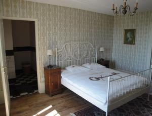 Petit Château Armand Bourgoin, Bed and Breakfasts  Raincourt - big - 17