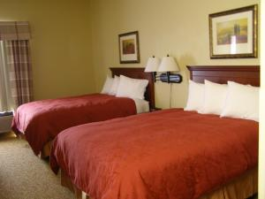 Queen Room with Two Queen Beds with Spa Bath - Non-Smoking