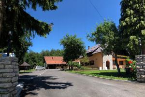 Rooms Family Glumac, Гостевые дома  Езерца - big - 86