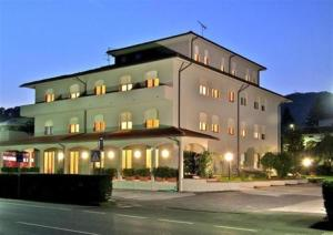 Hotel Gina, Hotely  Monsagrati - big - 1