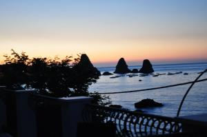 La Terrazza, Bed & Breakfast  Aci Castello - big - 30