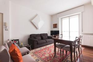 2 BDR lovely flat in front of Bocconi university - AbcAlberghi.com