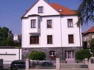 Villa Revova - Accommodation - Prague