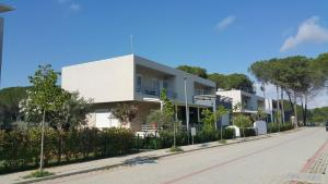 Eni's modern and stylish beach apartment