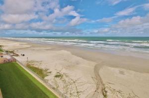Sea Coast Gardens III 403, Prázdninové domy  New Smyrna Beach - big - 17