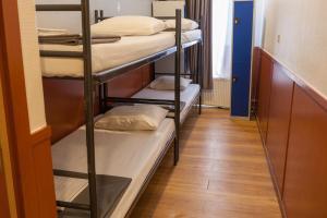 プライベートルーム ベッド4台&専用バスルーム付