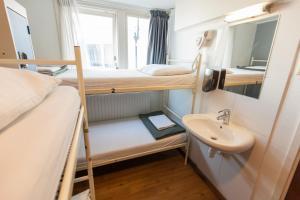 個室 ベッド6台付 共用バスルーム