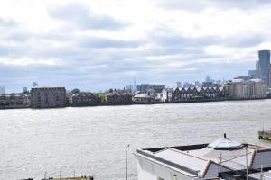 One Bedroom Flat Overlooking the Thames, Апартаменты  Лондон - big - 13