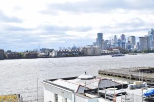 One Bedroom Flat Overlooking the Thames, Апартаменты  Лондон - big - 21