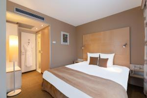 Deluxe Suite with Privilege Service (2 Adults)