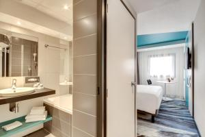 Adjacent Double or Twin Rooms (3 adults)