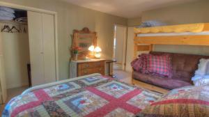 Dory Lakes Cabin, Holiday homes  Black Hawk - big - 34