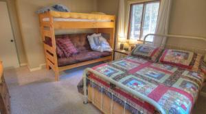 Dory Lakes Cabin, Holiday homes  Black Hawk - big - 61