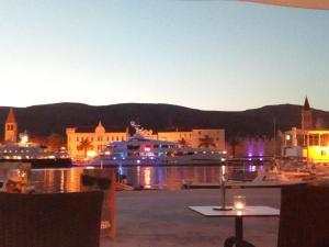 Hostel Trogir Pool 2, Bed and breakfasts  Trogir - big - 1