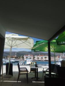 Hostel Trogir Pool 2, Bed and breakfasts  Trogir - big - 3