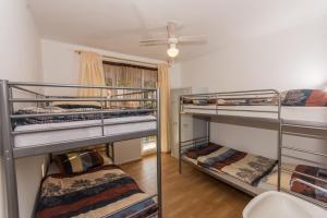 Hostel Trogir Pool 2, Bed and breakfasts  Trogir - big - 5