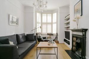 Beautiful 4 Bed House w/Garden in North London, Apartmanok  London - big - 6