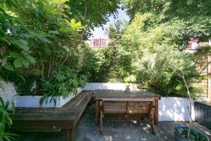 Beautiful 4 Bed House w/Garden in North London, Apartmanok  London - big - 5