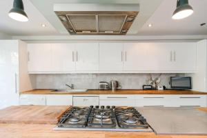 Beautiful 4 Bed House w/Garden in North London, Apartmanok  London - big - 4