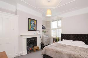 Beautiful 4 Bed House w/Garden in North London, Apartmanok  London - big - 21