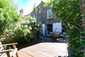 Beautiful 4 Bed House w/Garden in North London, Apartmanok  London - big - 20