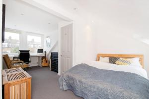 Beautiful 4 Bed House w/Garden in North London, Apartmanok  London - big - 19