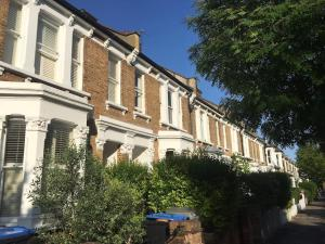 Beautiful 4 Bed House w/Garden in North London, Apartmanok  London - big - 18