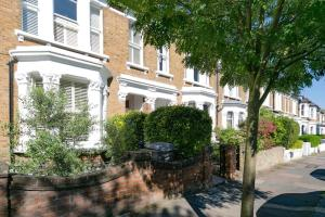 Beautiful 4 Bed House w/Garden in North London, Apartmanok  London - big - 15