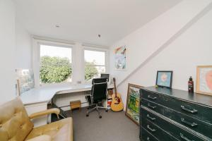 Beautiful 4 Bed House w/Garden in North London, Apartmanok  London - big - 14