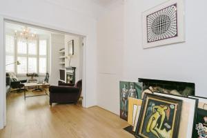 Beautiful 4 Bed House w/Garden in North London, Apartmanok  London - big - 13