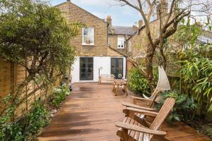 Beautiful 4 Bed House w/Garden in North London, Apartmanok  London - big - 9