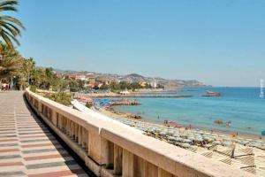 A 2 passi dal mare - AbcAlberghi.com