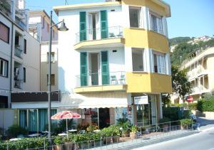 Affittacamere Montecarlo - AbcAlberghi.com