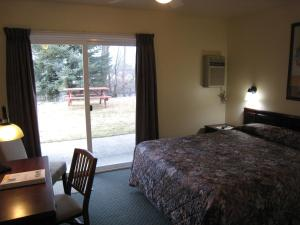 Johnny's Motel, Motels  Grand Forks - big - 33