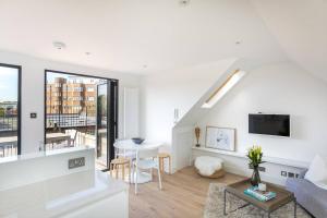 Luxury Top Floor Home In West Kensington W/Terrace, Апартаменты  Лондон - big - 1