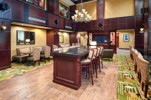 Hampton Inn & Suites Buda, Отели  Буда - big - 45