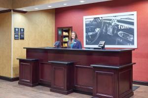 Hampton Inn & Suites Buda, Отели  Буда - big - 49